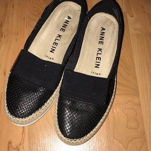 Black tan slide in espadrilles style
